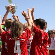 Fußball-Jugend des VfL krönt Saison mit erfolgreichem Jugendturnier – 1. Signal Iduna Cup sorgt für viel Spaß und Lob